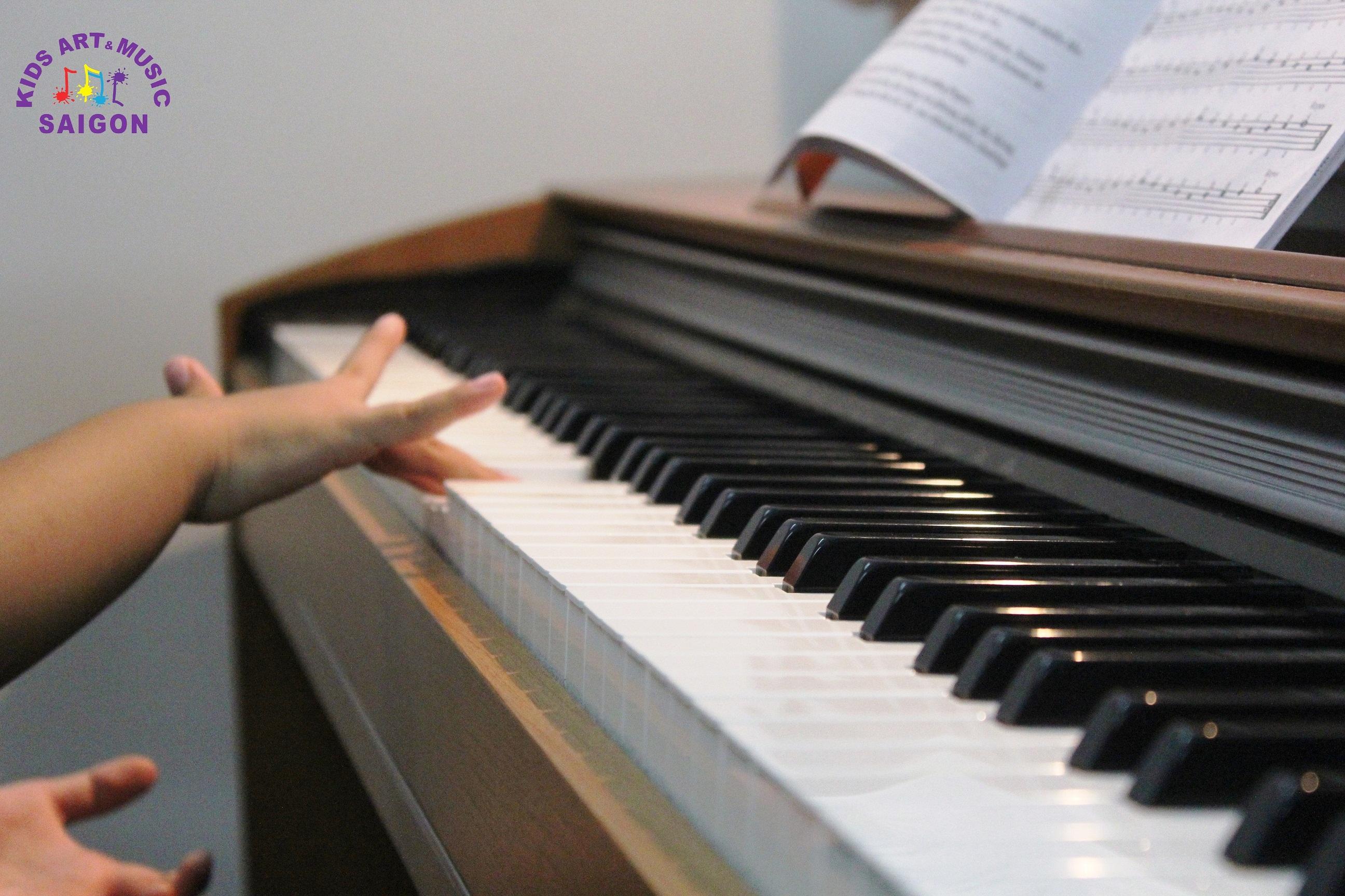 Học đàn Piano cho trẻ em tại Kids Art & Music Saigon, cùng tìm hiểu nhé! hình ảnh 2