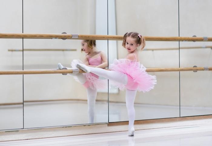 Tìm hiểu về lớp học múa Ballet cơ bản để đăng ký ngay cho con ba mẹ nhé!