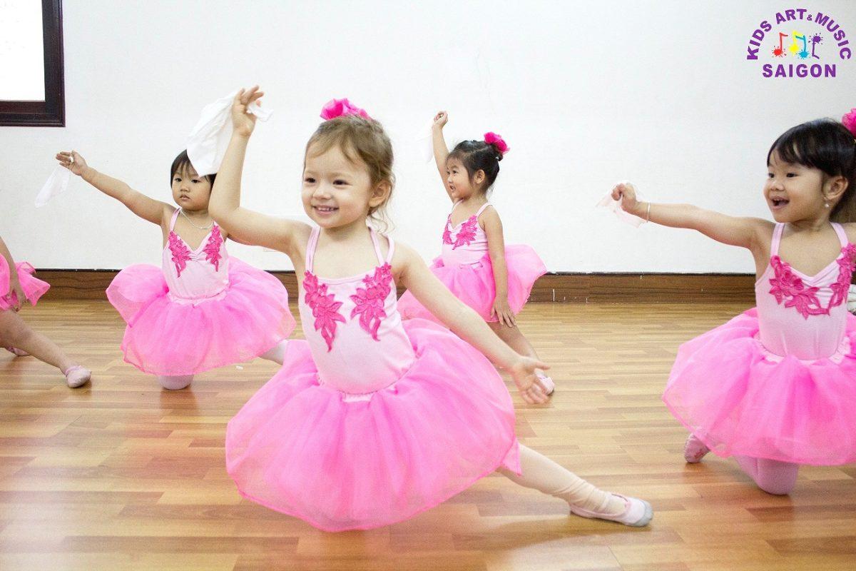 Lớp học múa Ballet cho bé – Kids Art & Music Saigon