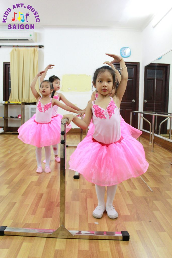 lop-mua-ballet-cho-be-hinh-anh3