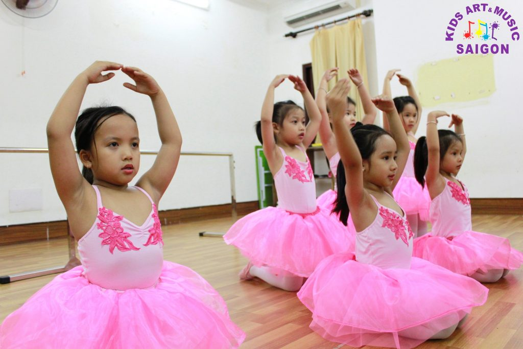 lop-mua-ballet-cho-be-hinh-anh6