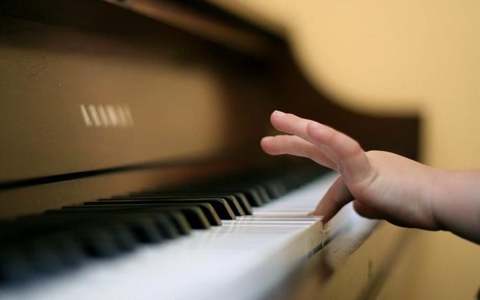 """Nên cho bé học piano từ mấy tuổi? Bí quyết """"gõ cửa"""" đúng giai đoạn vàng của trẻ - hình ảnh 2"""