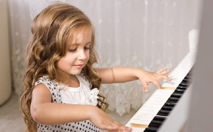 """Nên cho bé học piano từ mấy tuổi? Bí quyết """"gõ cửa"""" đúng giai đoạn vàng của trẻ - hình ảnh 4"""