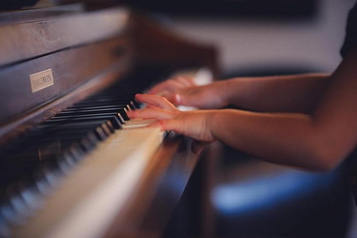 Hướng dẫn tư thế ngồi đàn piano cho bé chuẩn không cần chỉnh hình ảnh 2