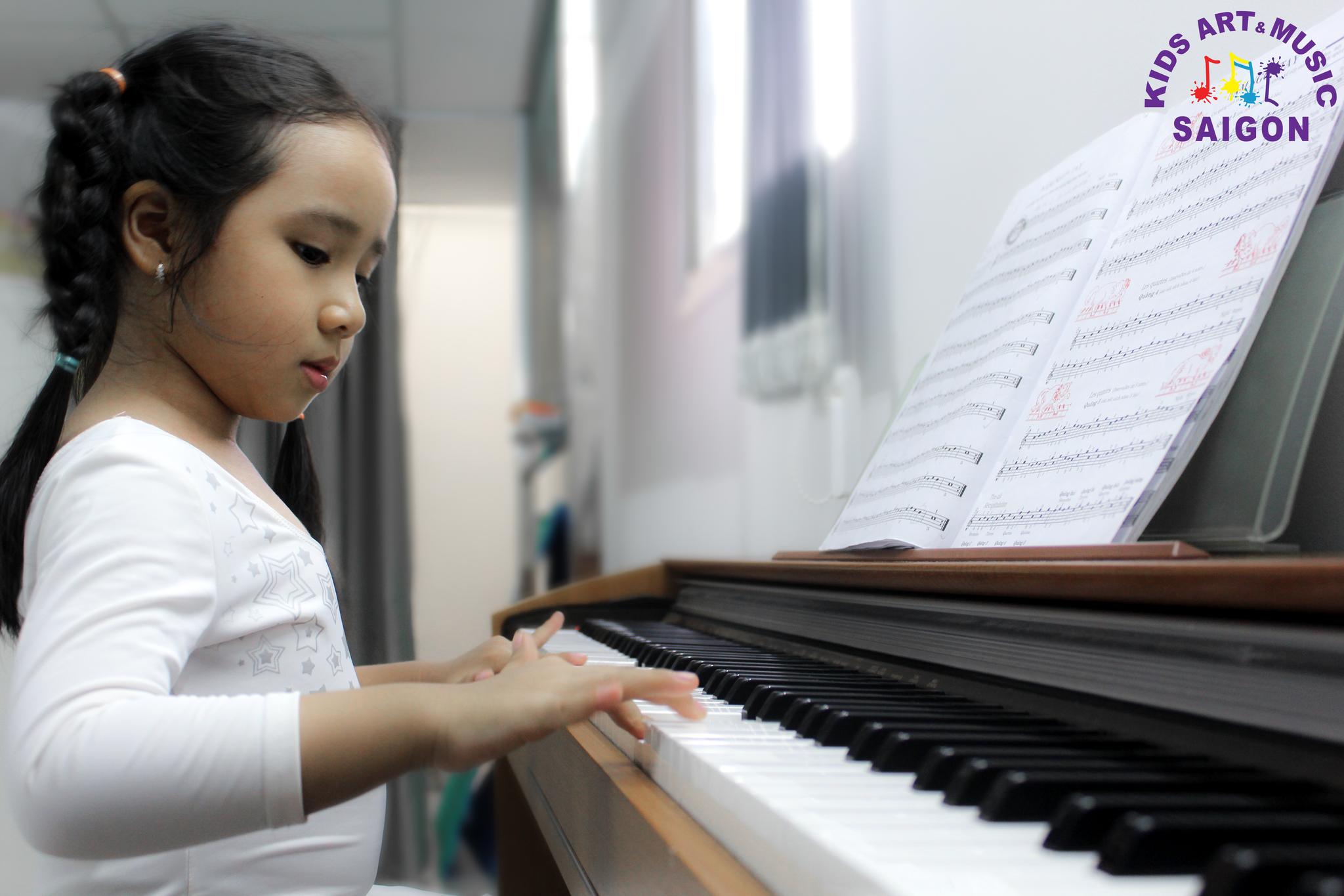 Học đàn Piano cho bé, làm thế nào để tìm được lớp chất lượng? hình ảnh 2