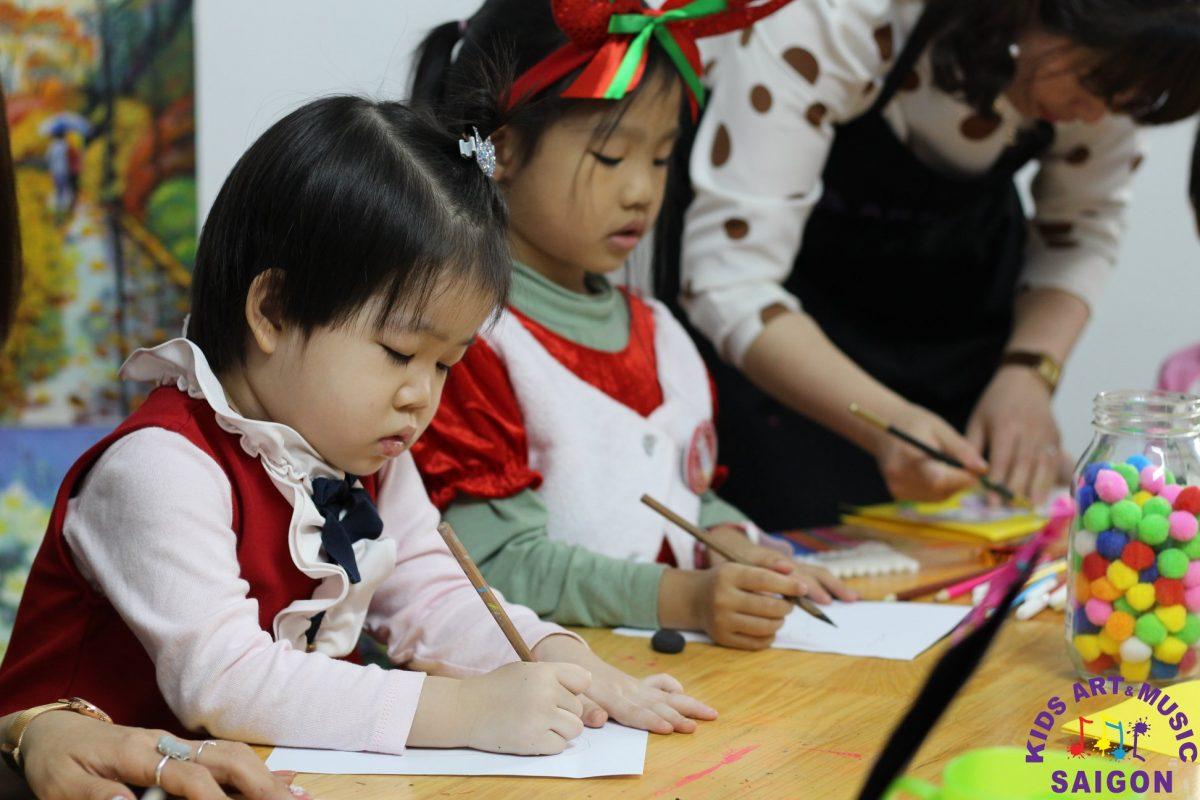 Những bước cơ bản để ba mẹ có thể dạy bé vẽ người?