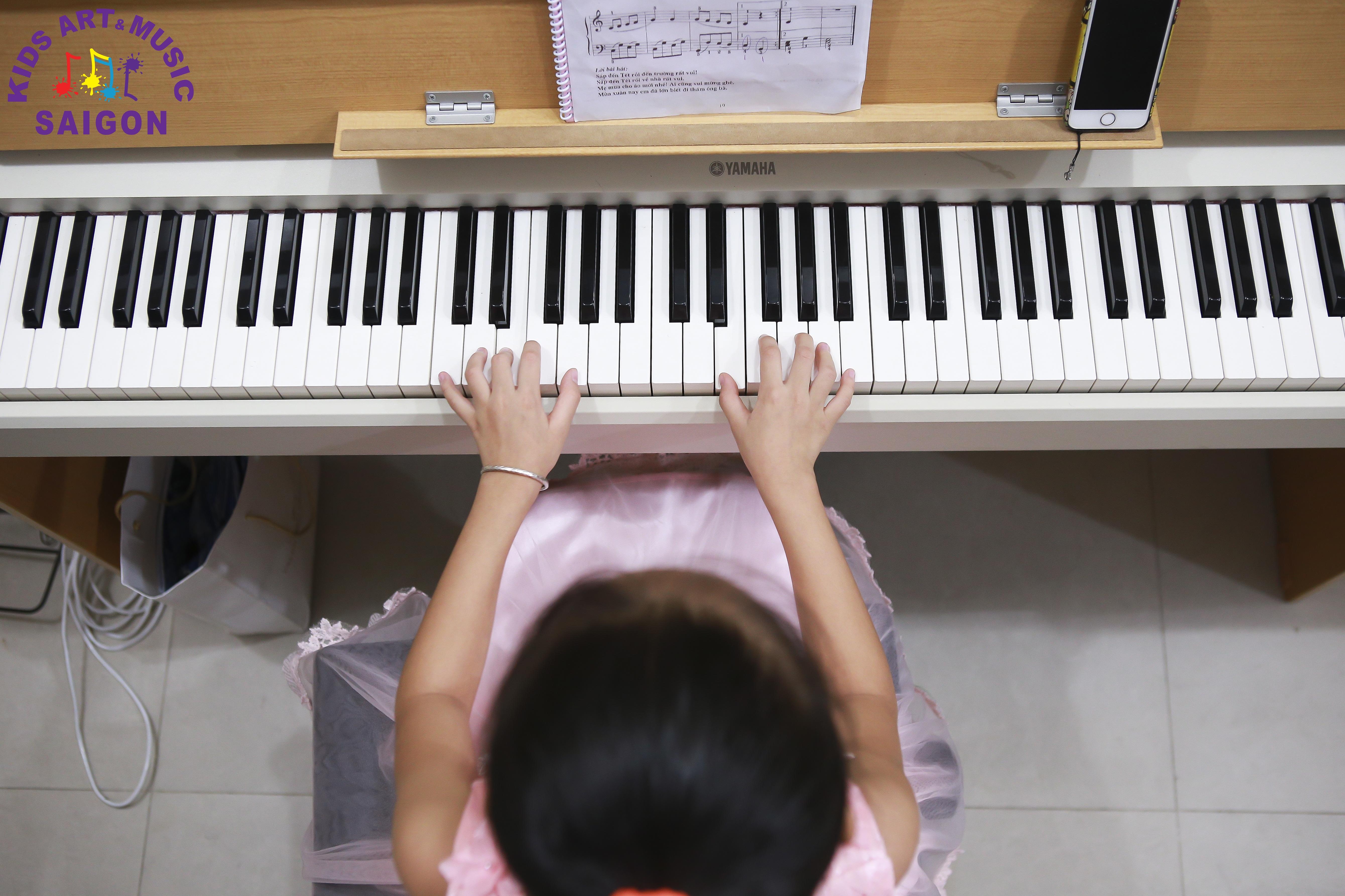 Trước khi cho trẻ học đàn Piano, ba mẹ cần trang bị những gì? hình ảnh 2