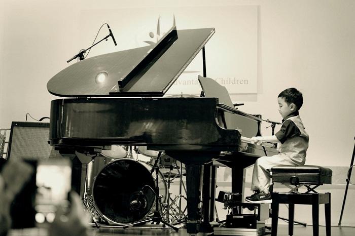 Dạy đàn Piano cho bé 3 tuổi mang lại những lợi ích trong tương lai