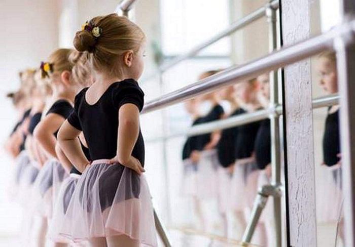 Có rất nhiều điều về lớp học múa ballet cho bé mà ba mẹ cần biết