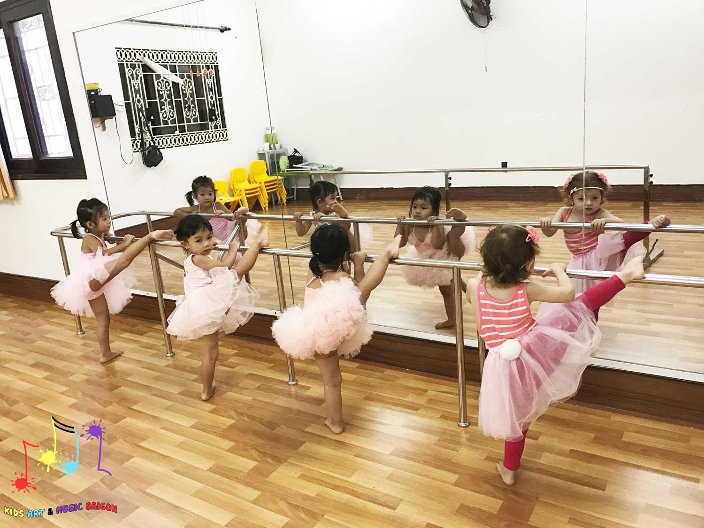 Chào mừng cơ sở ballet, aerobic, piano và vẽ cho trẻ em thứ 2 của Kids Art & Music
