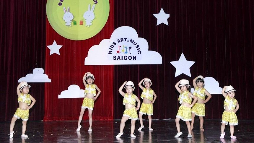 Ba mẹ đã biết địa chỉ các lớp học múa Ballet cho bé ở quận Tân Phú chất lượng chưa? hình ảnh 2