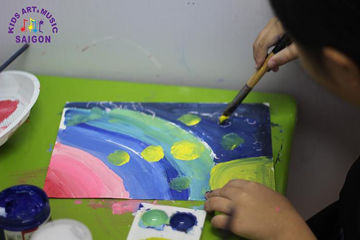 Ba mẹ nên chuẩn bị gì trước khi tìm lớp học vẽ ở Hà Nội cho bé?