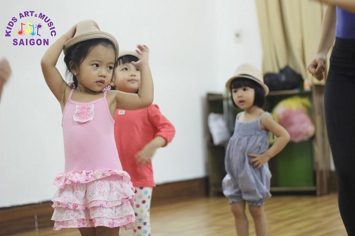 Sức hấp dẫn của bộ môn nhảy hiện đại trong lớp học nhảy Quận 9
