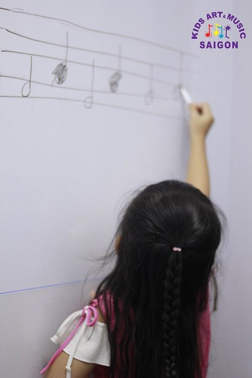 Lớp học piano Hà Nội cho trẻ em tại Kids Art & Music Saigon được bố trí như thế nào?
