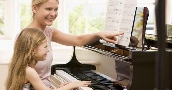 Đàn piano trẻ em – Cây đàn bé nhỏ nhưng tiềm ẩn sức mạnh to lớn
