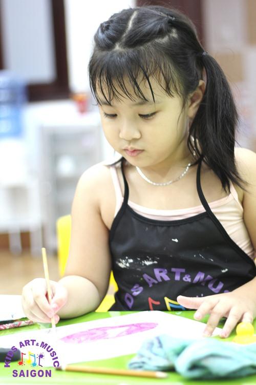 Tại sao ba mẹ nên khuyến khích cho bé học lớp dạy vẽ cơ bản cho trẻ em?