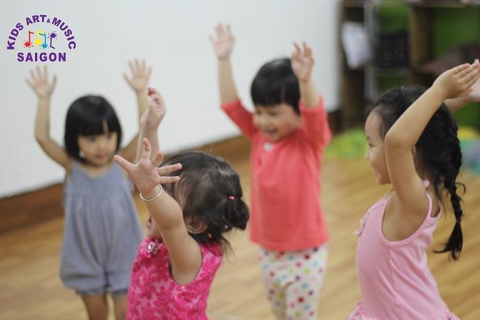 5 bí quyết bố mẹ cần nhớ khi cho con tham gia lớp Nhảy hiện đại cho bé