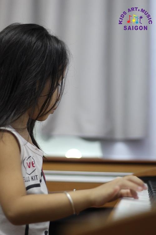 Vì sao ba mẹ nên chú trọng việc lên dây đàn Piano Hà Nội cho bé?