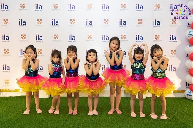 Những lợi ích bố mẹ không thể bỏ qua khi cho con học các bài múa về thầy cô ảnh 2