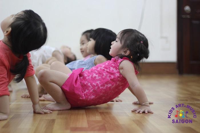 Mách nhỏ cho bạn bí quyết tự học nhảy hiện đại tại nhà tiến độ nhanh nhất