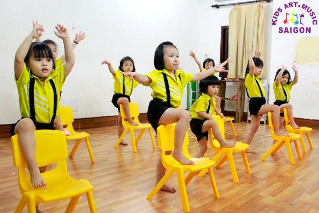 Tại sao ba mẹ nên cho trẻ đến các phòng tập Aerobic? - hình ảnh 4