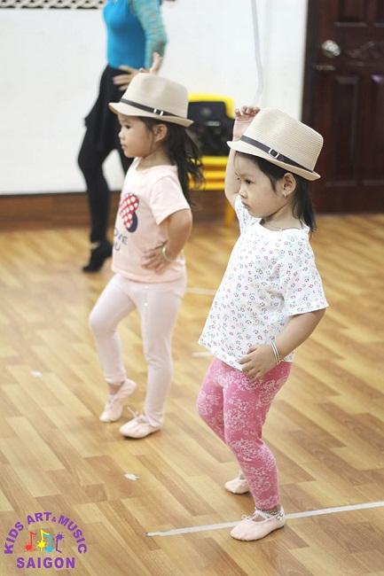 Hứng thú luyện tập Aerobic trên nền nhạc nhảy aerobic thiếu nhi ảnh 1