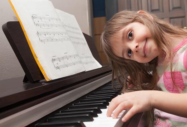 Hướng dẫn đánh đàn piano cho bé yêu