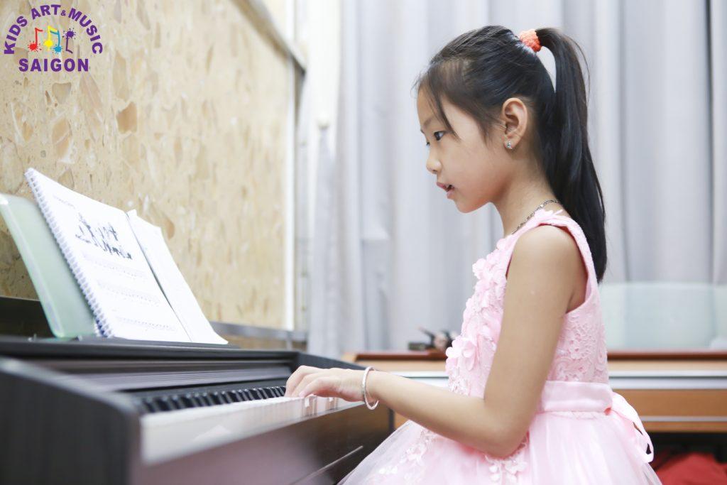 Chương trình học đàn Piano cho trẻ em tại Kids Art & Music Saigon được bố trí như thế nào?