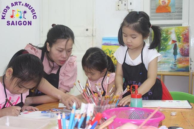 7 lợi ích tuyệt vời các lớp học vẽ ở quận 9 mang đến cho các bé hình ảnh 3