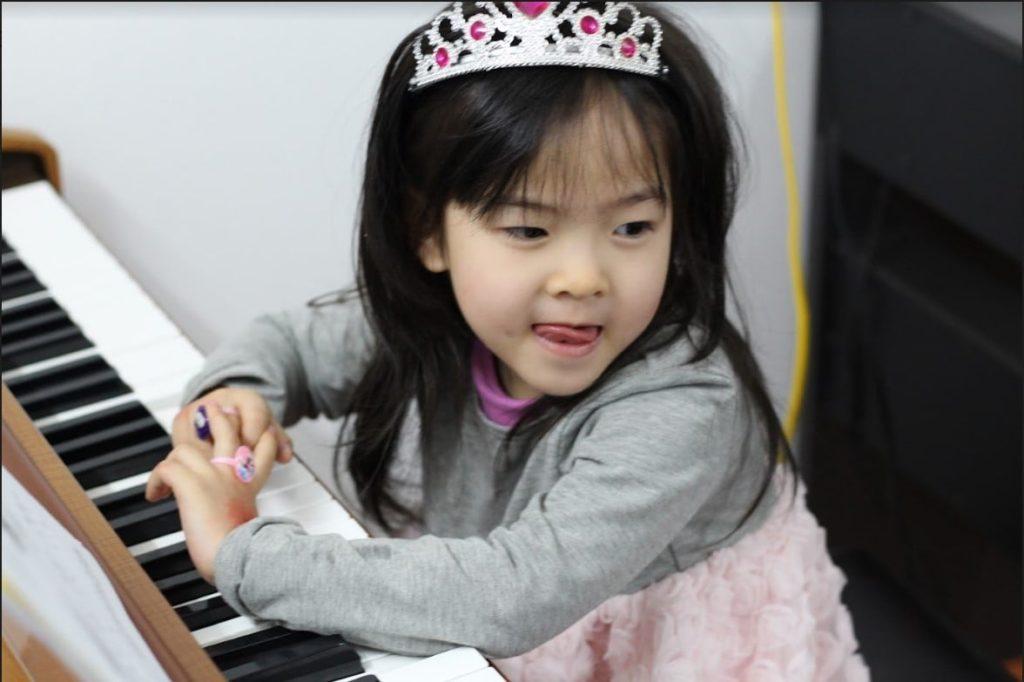 Lớp học đàn Piano cho trẻ em hình ảnh 2
