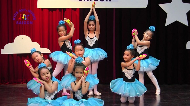 Phát triển thể chất cho bé với các bài múa thiếu nhi