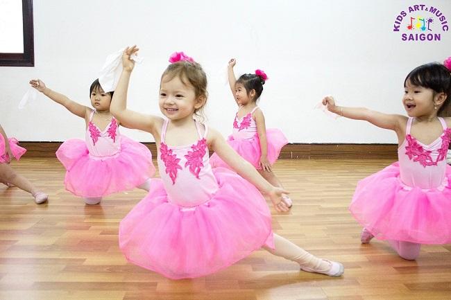 Hướng dẫn cha mẹ chọn lớp nhạc múa hay cho con
