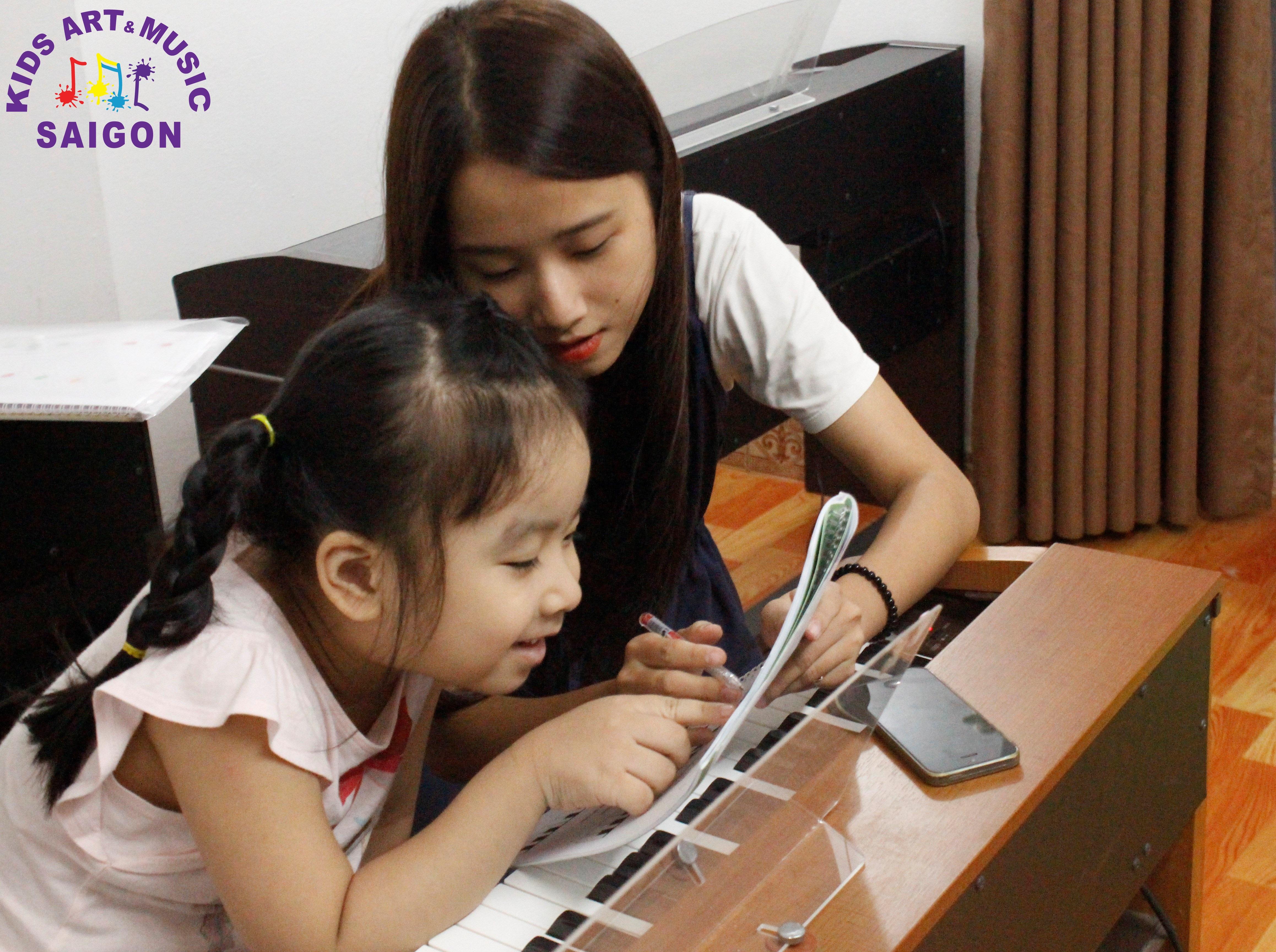 Những lưu ý không thể bỏ qua khi tìm giáo viên dạy piano tại nhà tphcm hình ảnh 2