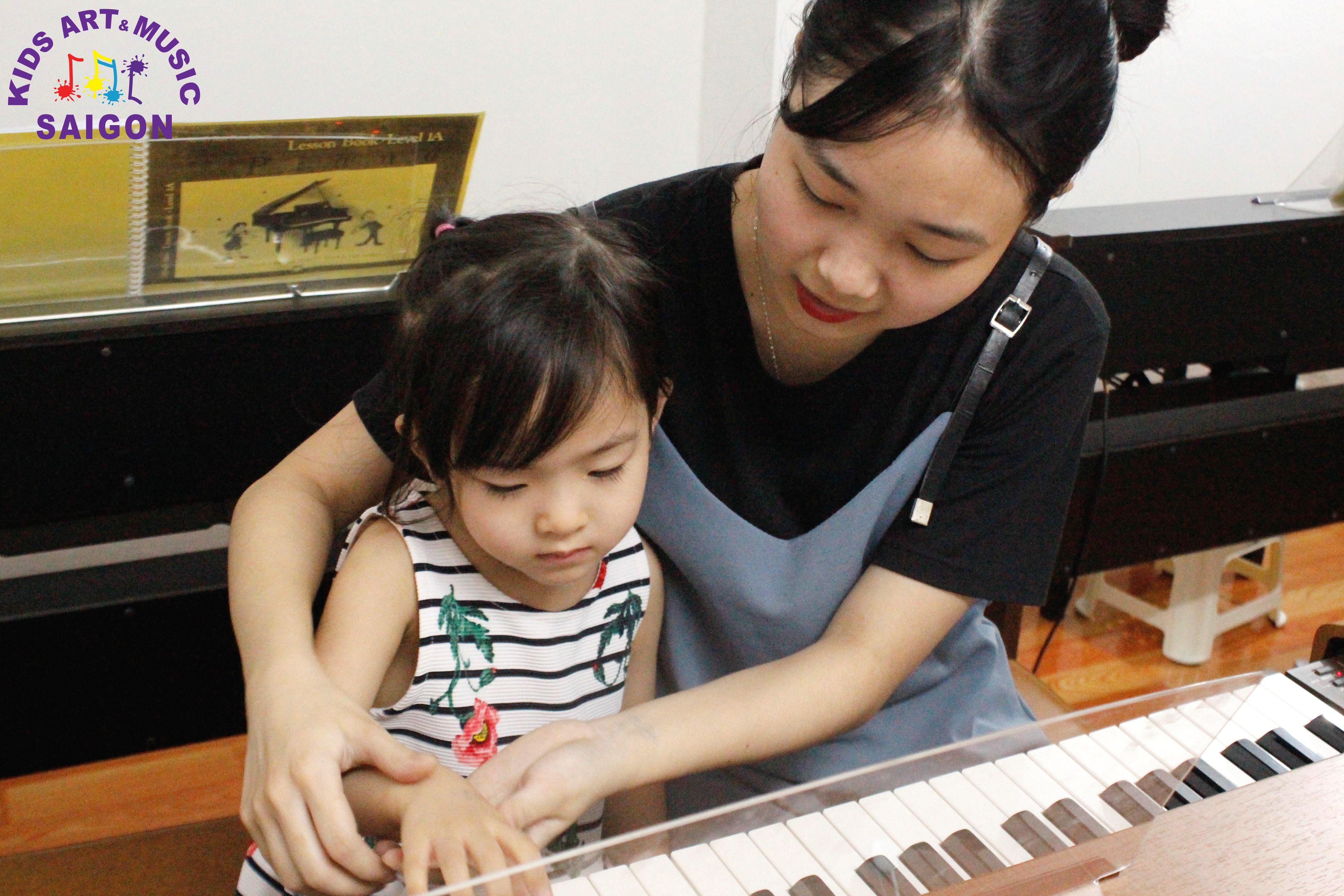 Những lưu ý không thể bỏ qua khi tìm giáo viên dạy piano tại nhà tphcm hình ảnh 1