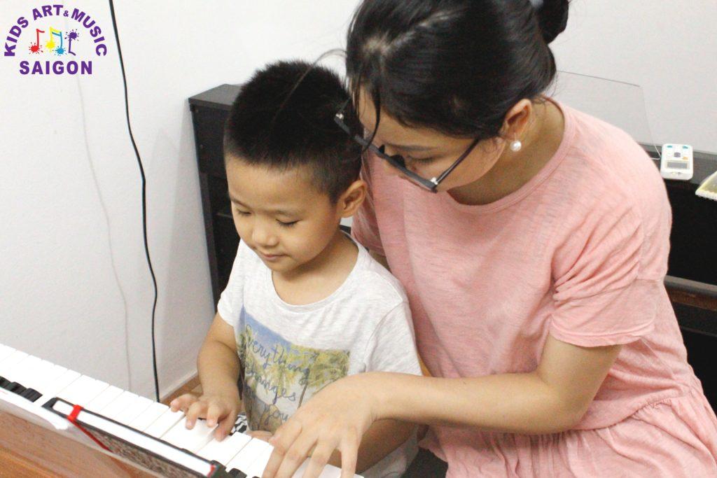 Những lưu ý không thể bỏ qua khi tìm giáo viên dạy piano tại nhà tphcm hình ảnh 3