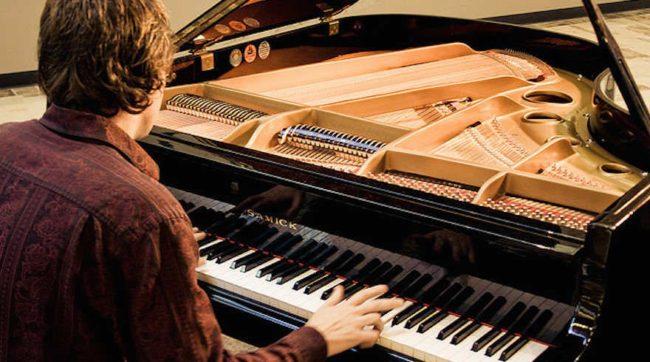 Giá dạy Piano tại nhà không còn là vấn đề