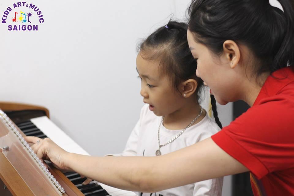Giải đáp ngay thắc mắc giá dạy piano tại nhà của các bạn