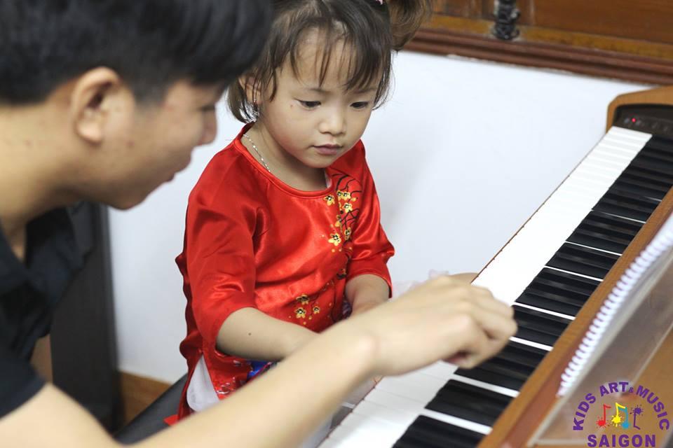 Sinh viên nhạc viện dạy piano từ cơ bản đến chuyên nghiệp hình ảnh 1