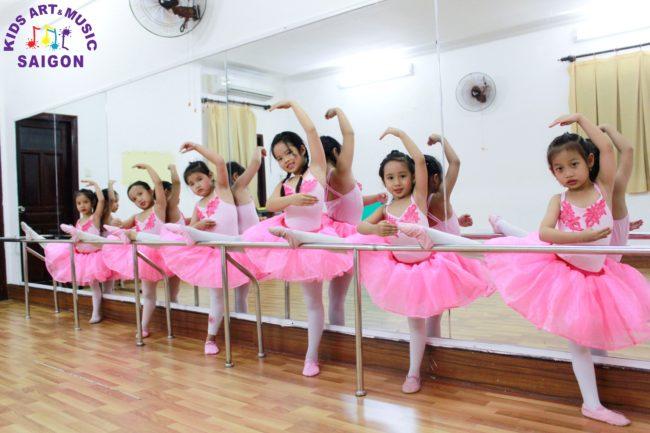 Các lớp múa ballet cho bé ở Bình Dương có gì thú vị?