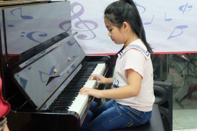 Tại sao ba mẹ nên cho bé tham gia những lớp học đàn quận Tân Phú?