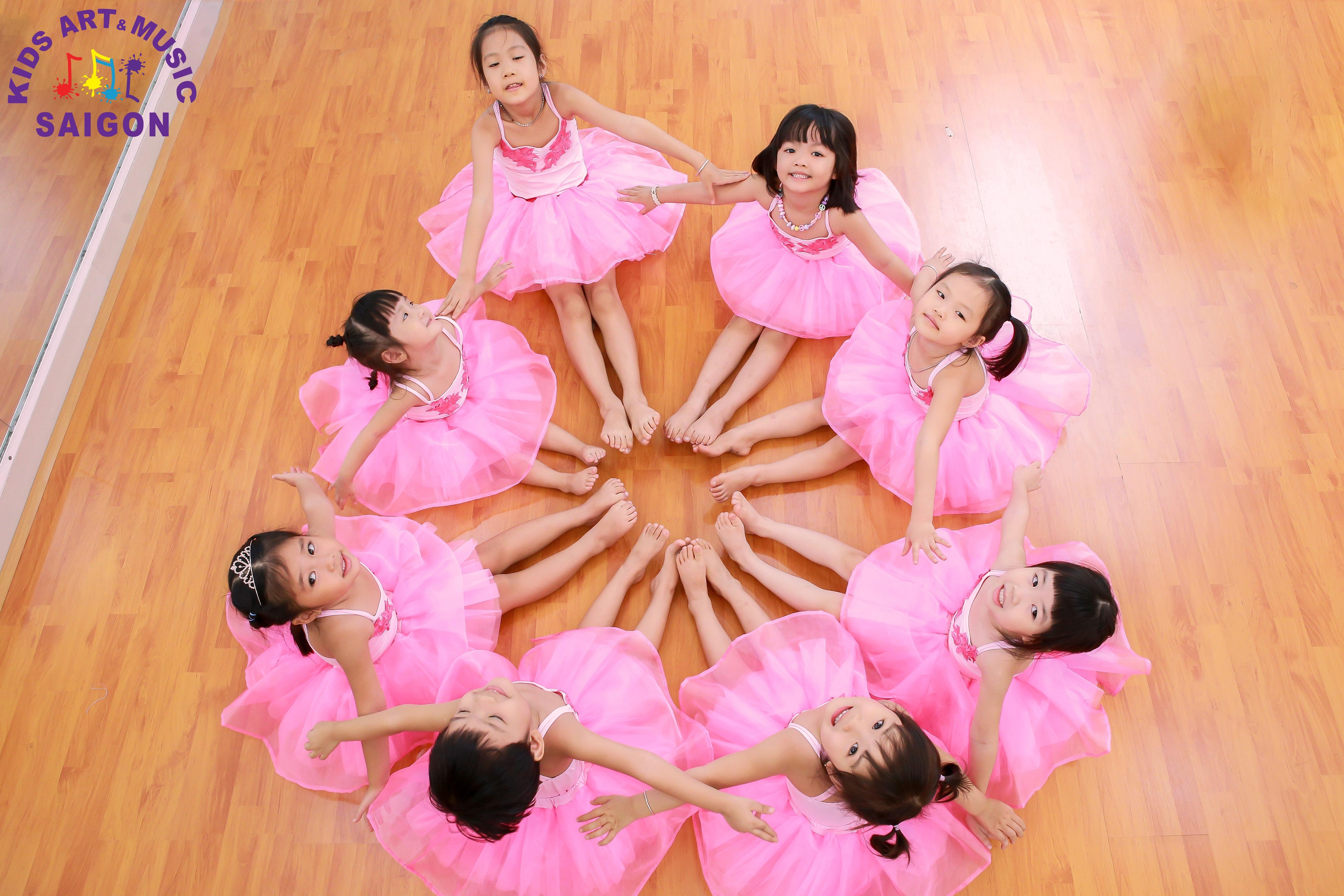 Tham gia lớp dạy múa thiếu nhi – ươm mầm tài năng cho bé ảnh 1