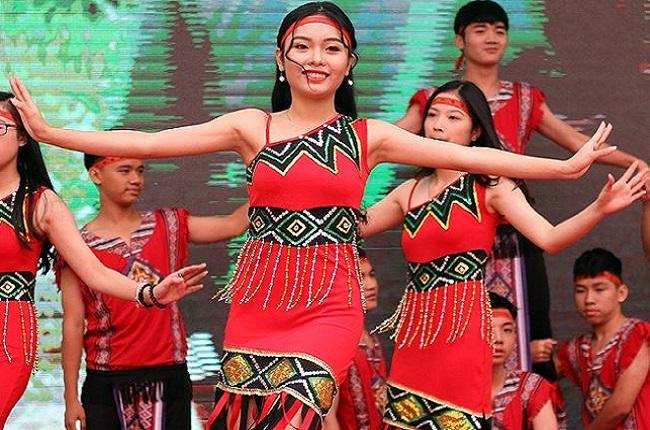 Nét đẹp độc đáo của những bộ váy múa Tây Nguyên