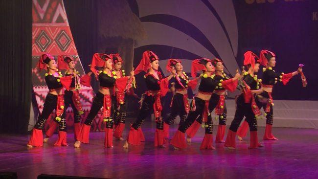 Bạn biết gì về những bộ váy múa dân tộc?