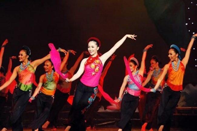 Bạn biết gì về những bộ váy múa dân tộc? hình ảnh 2