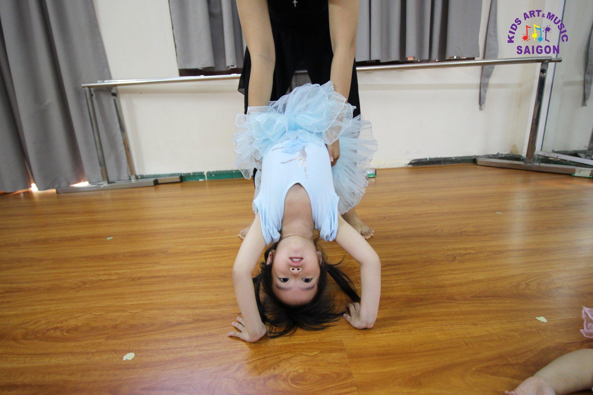 Tham gia lớp dạy múa thiếu nhi – ươm mầm tài năng cho bé ảnh 2