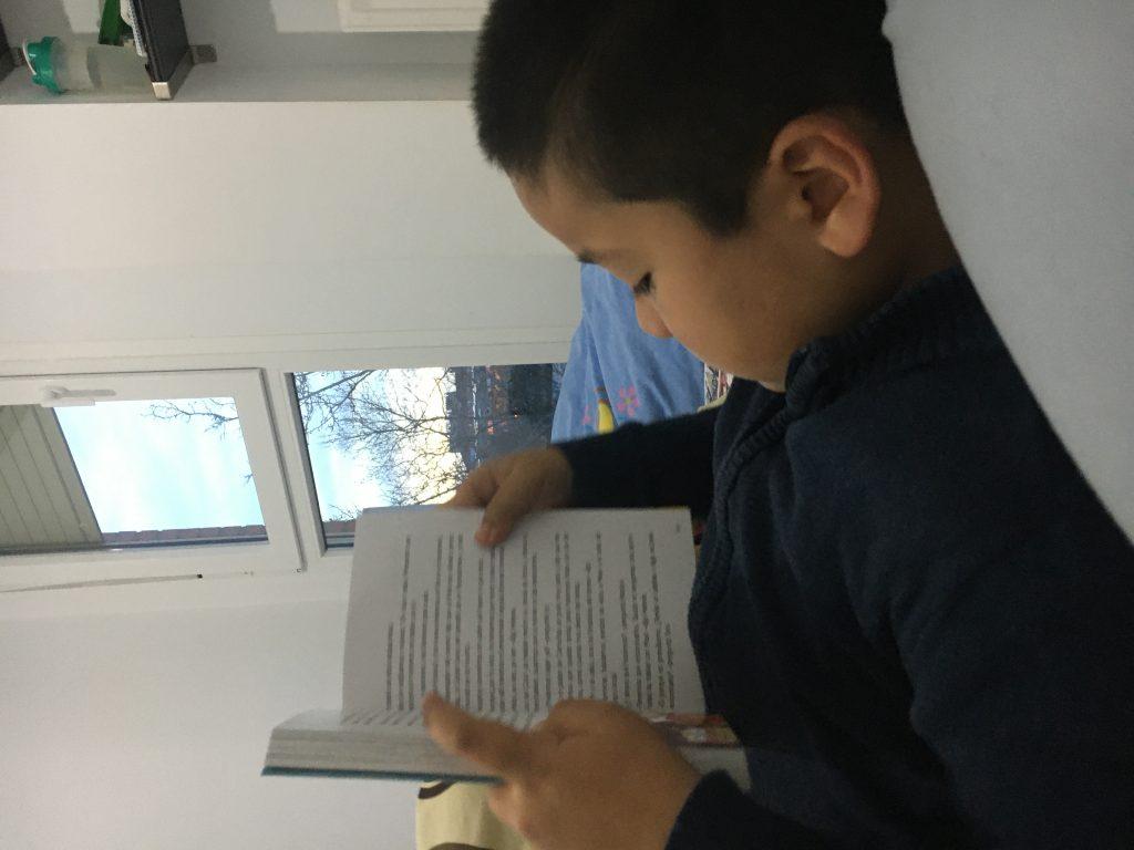 Bí kíp thần kỳ giúp các bé ham mê đọc sách Hinh 1