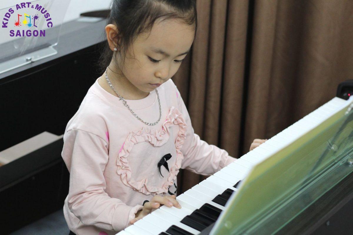 Địa điểm học đàn piano ở quận 1 – Kids Art & Music Sài Gòn