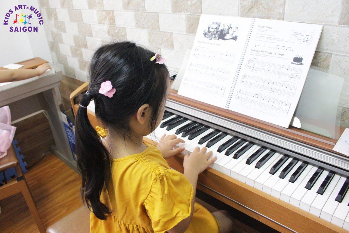 Dạy đàn piano tại nhà cho trẻ em tự kỷ