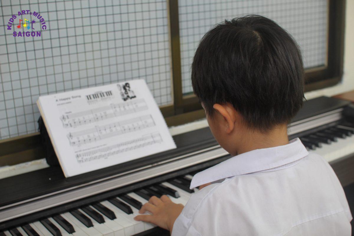 Thảo luận về việc nên cho bé học Piano hay Guitar?