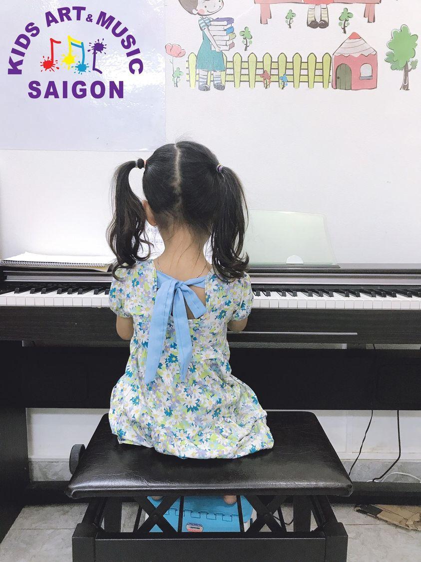 Ba mẹ cần lưu ý gì để có thể chơi đàn cùng con khi cho bé học piano?